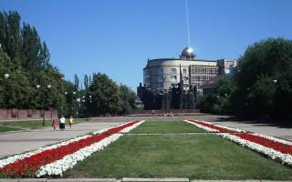 На площади Победы заработали фонтаны