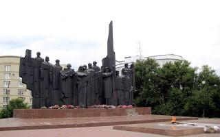 Власти обещают навести полный порядок на площади Победы к 9 мая