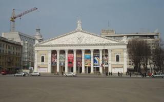 В театре оперы и балета пройдут выставки художников