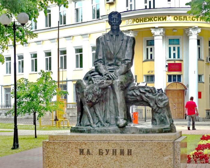 Памятник Бунину, Воронеж