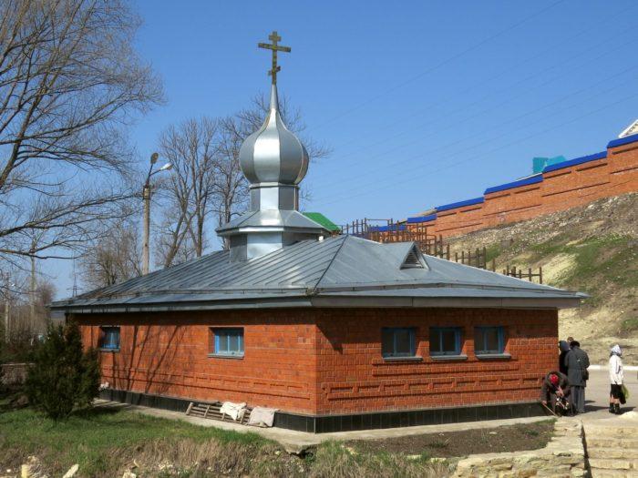 Источник у Рождество-Богородицкого монастыря в Задонске