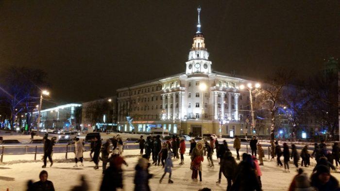 Каток на площади Ленина