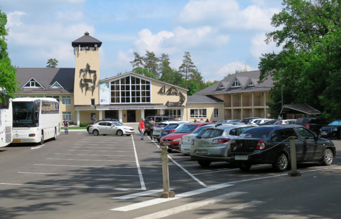 Центральная усадьба и парковка. Фото: Илья Буяновский