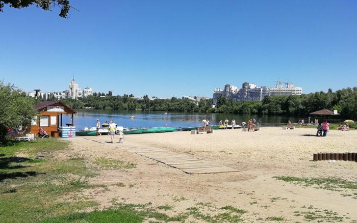 Пляж в парке Алые паруса